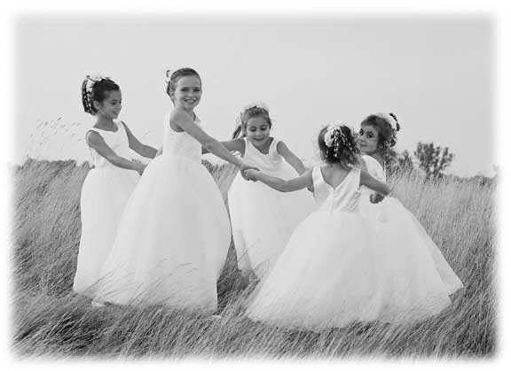 Wende brings this photojournalism background to her wedding photography